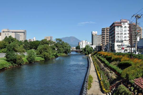 岩手山と北上川