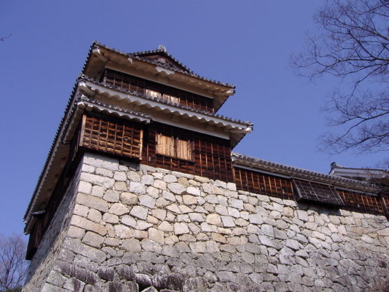 松山城・乾櫓と石垣
